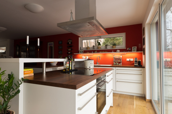 Moderne, zeitlose, grifflose und Landhaus-Küchen - Ihr ... | {Küche mit kochinsel landhaus 76}